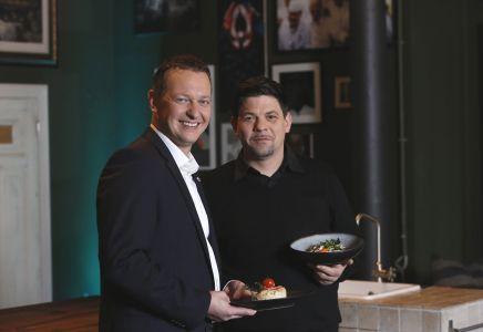 Tim Mälzer und Aida-Präsident Felix Eichhorn.