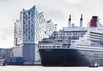 Elphilharmonie mit Queen Mary 2