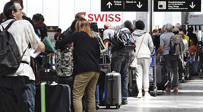 Warteschlange_Flughafen_Zuerich