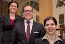 Nathalie Hanslin, Frédéric Meyer und Prisca Lukow wurden im Lenkerhof gourmet spa resort zu Jahresbeginn befördert (v.l.n.r.) (@Lenkerhof)