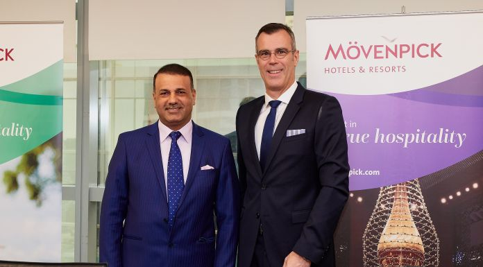 Akeel Ibraheem Al-Khalidy, chairman der South Group Corporation, mit Olivier Chavy, Präsident & CEO von Mövenpick Hotels & Resorts