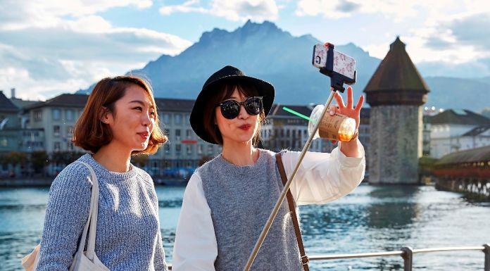 Eine Touristin Und Der Einheimische