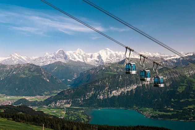 Fabelhafte Aussichten: Niederhornbahn mit Blick auf Thuner - see und Eiger, Mönch, Jungfrau