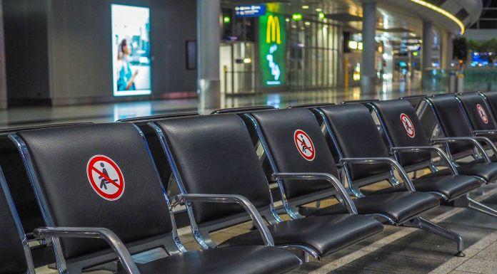 Airport Flughafen Distanz Social Distancing Abstand Coronavirus Covid-19 Pandemie